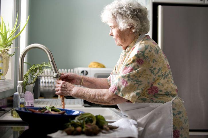 elderly-woman-in-kitchen