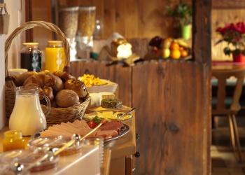 healthy-breakfast-seniors.jpg